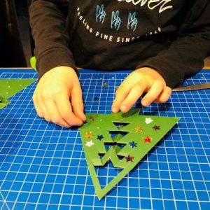 Weihnachtsbaum verzieren