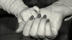 Hände Mama Kind